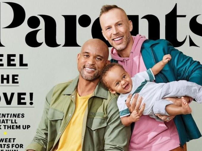 Padres gays son portada de revista Foto: Parents