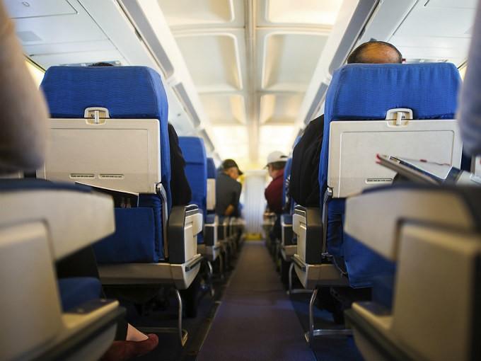 Cosas que no debes hacer en un avión