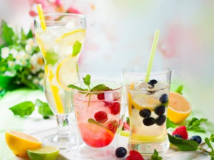 Cocteles con vino blanco que debes disfrutar este verano
