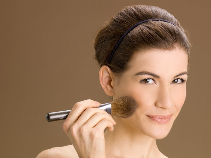 ¿Qué maquillaje te favorece según tu tono de piel, ojos y pelo?