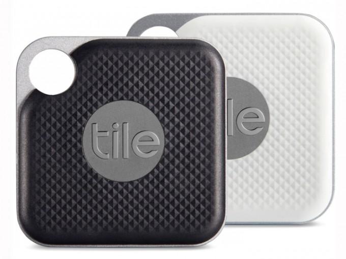 Tile: Este pequeño gadget ayuda a encontrar objetos perdidos. Puedes colocarlo en tus llaves, cartera, o en tus cosas más preciadas. Sólo basta con llamarle para que empiece a sonar muy fuerte.