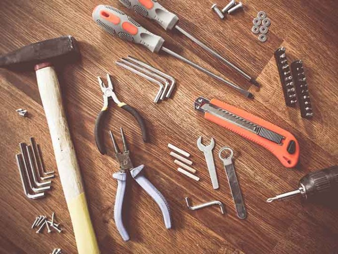 Estas son las herramientas que nunca deben faltar en tu auto