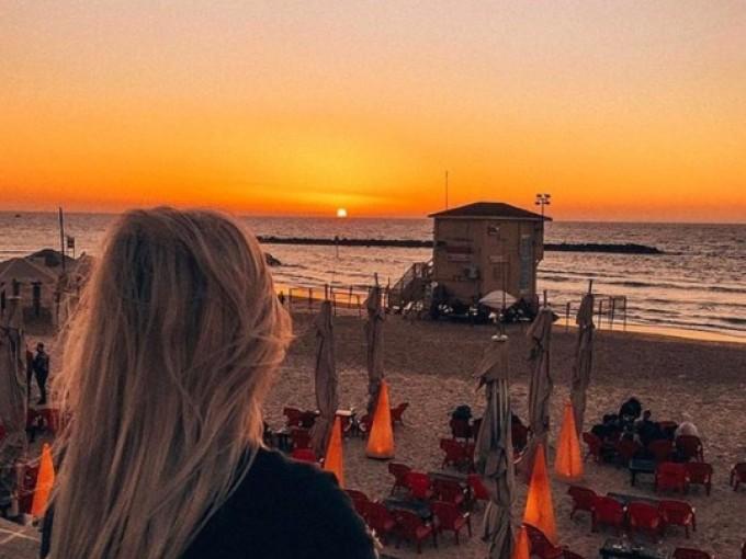 Israel es destino pequeño pero dinámico, una ciudad frente a la playa perfecta para los amantes de la comida y de impresionantes lugares históricos (como Tel Aviv o Jerusalén).