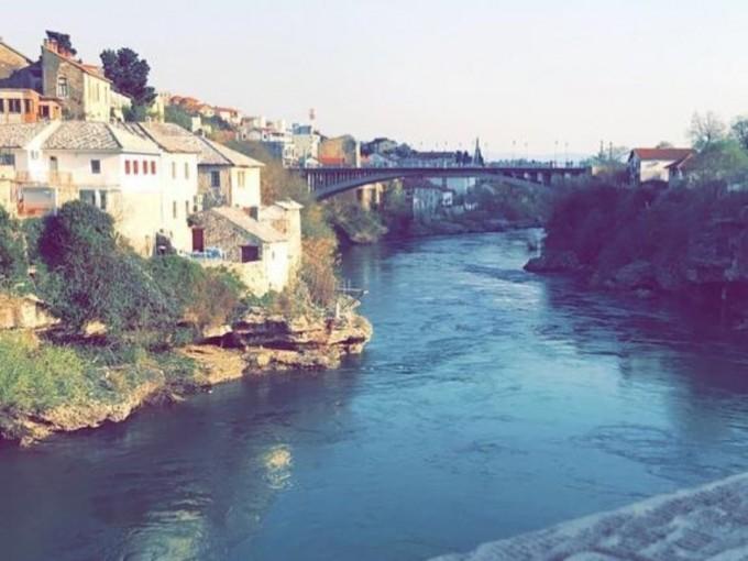 Si quieres experimentar Europa con un presupuesto pequeño, entonces explorar la Península de los Balcanes es el destino perfecto, en especial Bosnia y Herzegovina.
