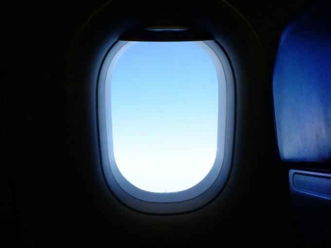 El curioso motivo por el que te piden que subas la ventanilla en los aviones. Foto: Pixabay