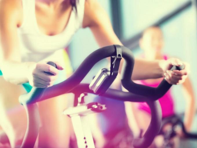 Bicicleta: Si prefieres practicar bicicleta, hazlo durante 30 minutos, lo importante es que sea a la misma velocidad y con resistencia. /Cortesía:iStock
