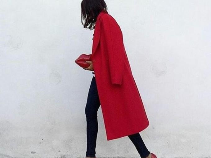 El abrigo rojo nunca falla.
