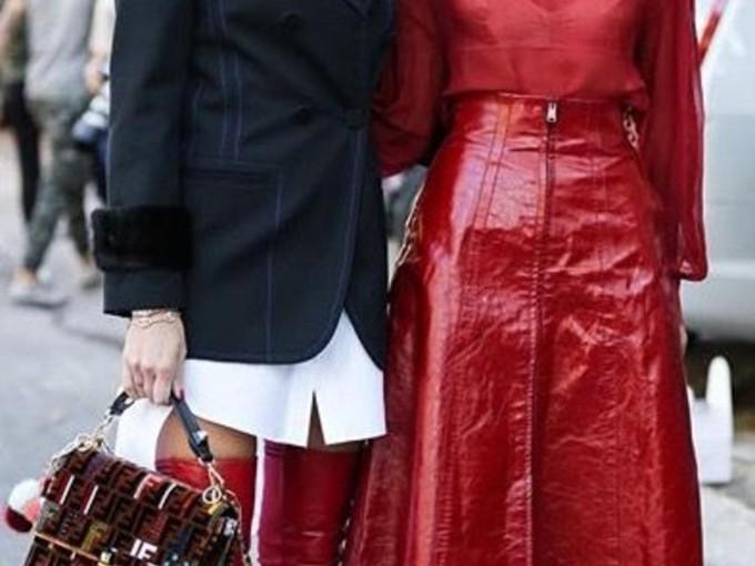 Hay dos tipos de personas en el mundo del outfit rojo...