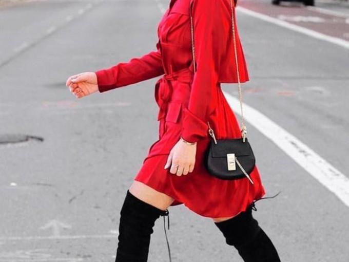 El vestido rojo siempre es una gran opción.