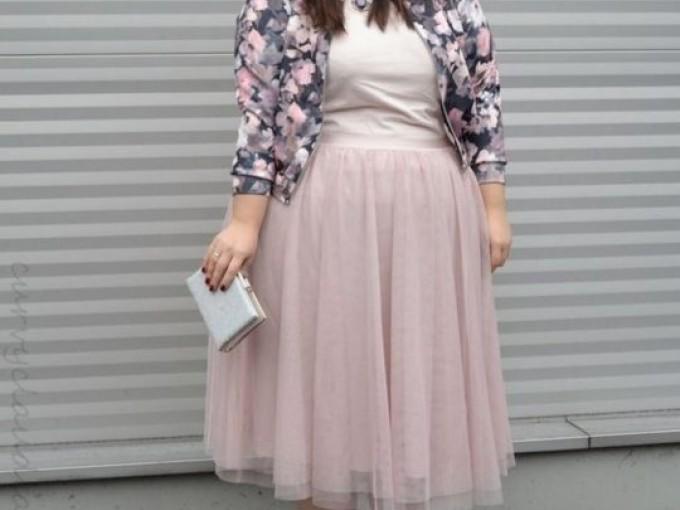 Las faldas de tul son hermosas y con esta más larga, el frío de la oficina no te hará ni cosquillas.