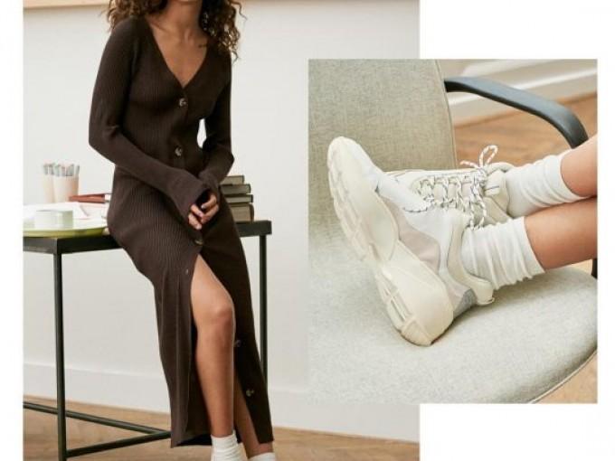Largo pero sexy y además, complementado por calcetas y tenis. ¿Cuál frío?