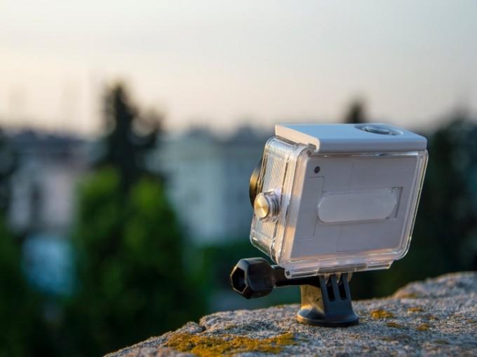GoPro: Puede que no seas un fotógrafo profesional, pero, sin duda alguna, esta cámara podría salvarte de un apuro para documentar tus mejores experiencias y si es resistente al agua, mejor.