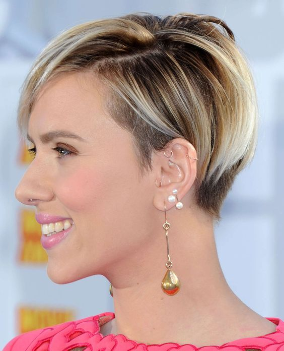 Scarlett Johansson sabe usar los Pixie magistralmente